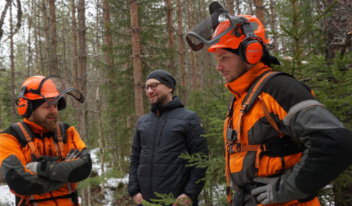 Skogstjänstföretagaren måste vara skicklig, seg och ha en lagom dos humor