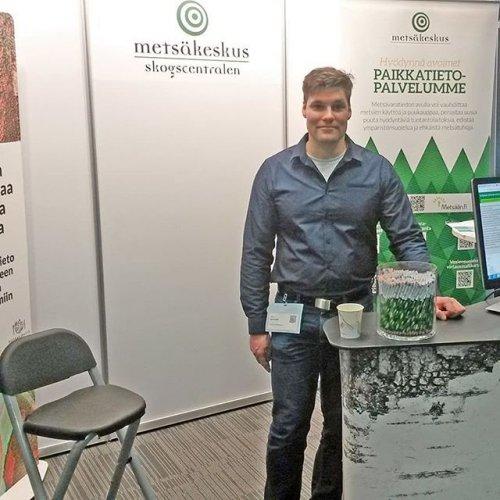 @metsakeskus: Metsäkeskus on mukana Paikkatietomarkkinoilla tänään ja huomenna Helsingin Messukeskuksessa. Tapahtuma tarjoaa laajan katsauksen siihen, mitä paikkatietoalalla tapahtuu juuri tänään ja siellä esittäytyy yli neljäkymmentä alan toimijaa. Osastollamme pääset tutustumaan avoimeen metsätietoon, tietotuotteisiin ja uuteen metsävaratiedonkeruun menetelmään. #ptm19 #paikkatietomarkkinat #avoinmetsätieto