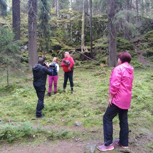Metsässä tehdään tänään vähän erilaisia töitä. Lopputuloksesta nautitaan ensi vuonna, kun saadaan Metsäkeskukselle uusi ...