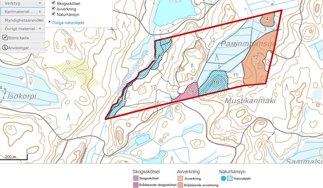 På bilden syns en kartvy från e-tjänsten MinSkog.fi. Där syns förslag på skötselarbeten och avverkningar och information om naturobjekt.